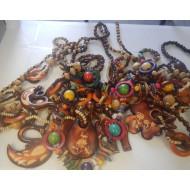 Colliers africains en bois